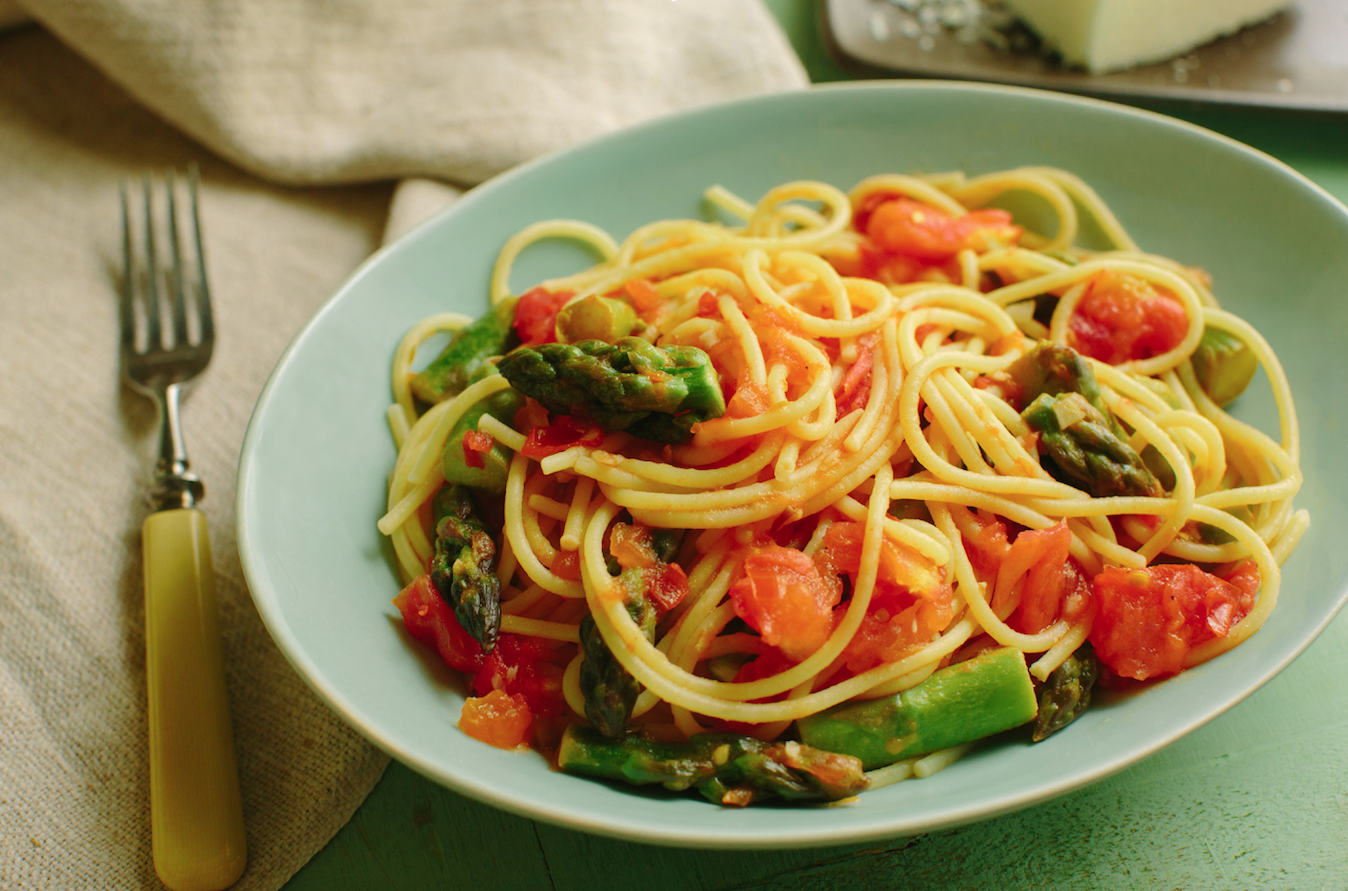 Spaghetti with Tomatoes and Asparagus