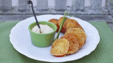 Crunchy Cornmeal Tomatoes with Spicy Mayo